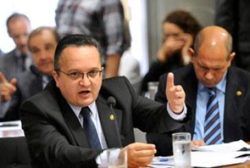 Pedro Taques sugere pacote de combate à corrupção, já em tramitação na CCJ
