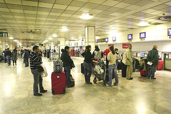 Estrangeiros deixam países em crise por emprego no Brasil