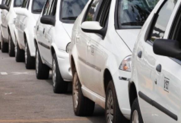 Prefeitura realiza licitação de 239 novas permissões de táxis para Goiânia