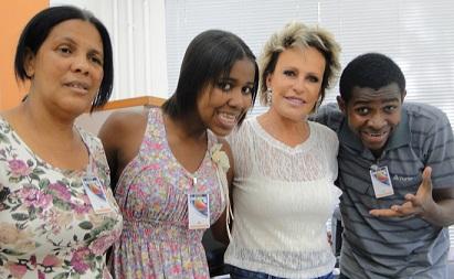Família Para Nossa Alegria, que virou hit na internet conhece Ana Maria Braga