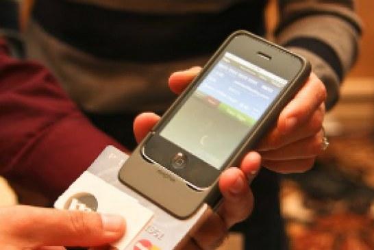 Governo prepara projeto para celular funcionar como cartão de banco