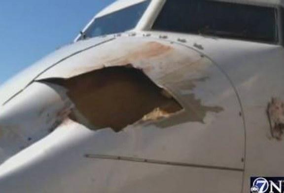 Choque com pássaro deixa buraco enorme em avião, que mesmo assim pousa em segurança