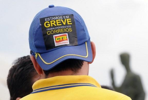 Funcionários dos Correios entram em greve em 17 Estados e no DF
