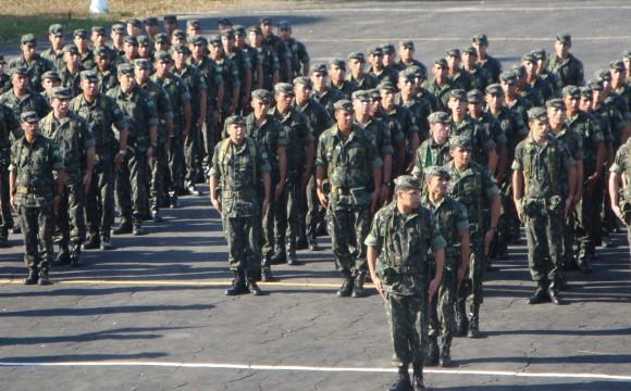 Cinco mil militares participam da Operação Amazônia 2012