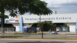 Teto desaba na praa da  rea central do Araguaia Shopping em Goinia