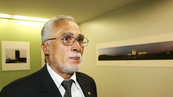 José Genoino condenado no mensalão volta à Câmara e herda gabinete 'classe A' de Rebelo