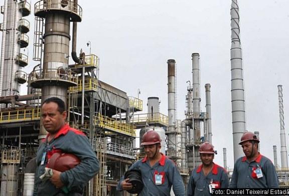 Dilma promulga lei dos royalties do petróleo