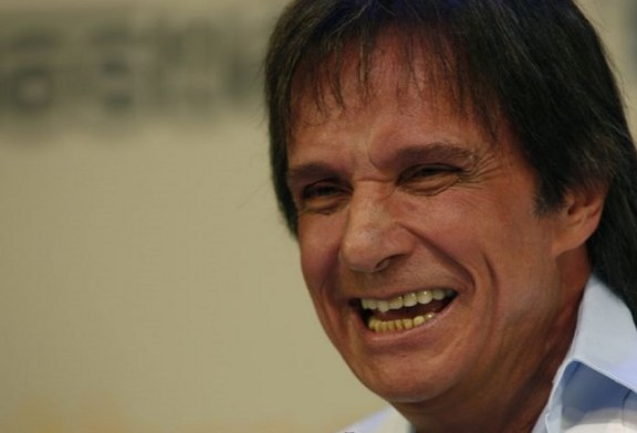 Presidente venezuelano ironiza na TV o processo de indenização que será movido por Roberto Carlos por uso indevido de sua música
