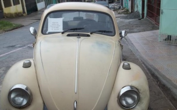 Ladro rouba fusca 1975 e depois abandona o carro com bilhete de desculpa pelo crime
