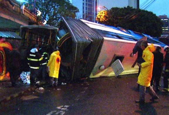 Ônibus despenca de viaduto e mata uma pessoa no Centro de Campinas
