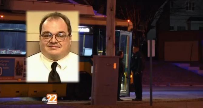 Bíblia no bolso salva vida de motorista de ônibus nos EUA