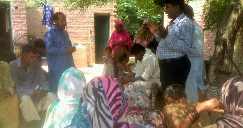 Cristãos vítimas de enchentes são forçados a renunciar a fé em troca de ajuda no Paquistão