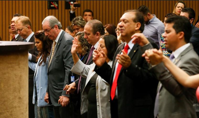 Aline Barros participa de culto organizando pela FPE  na Câmara Federal
