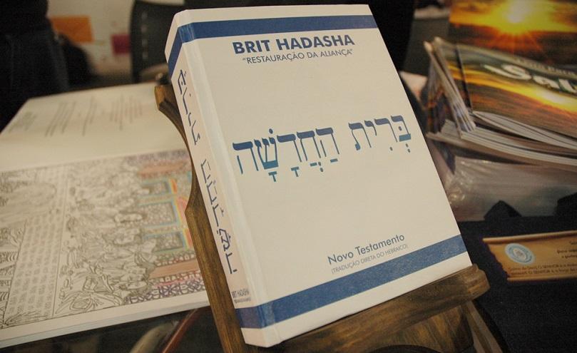 Rabino traduz o Novo Testamento do hebraico para corrigir falhas da versão grega