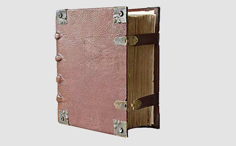Bíblia de Martinho Lutero de 1634 é encontrada na Alemanha