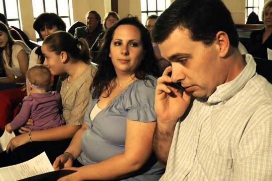 Decreto em Salvador proíbe uso de celular em igrejas