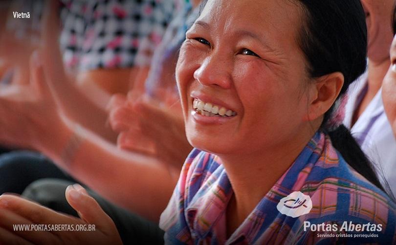 Projeto de lei que regulamenta a religião no Vietnã, não permite cultos sem aviso prévio ao governo