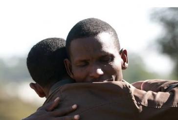 Evangelista prega para tribo que matou seu filho e perdoa criminosos