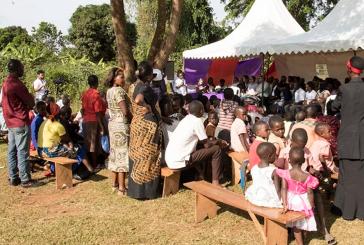 Maioria das crianças órfãs sofrem com Aids em Uganda, na África