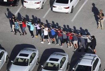 """""""EUA não precisam controlar armas, precisam de Jesus"""", diz estudante sobre tiroteios"""