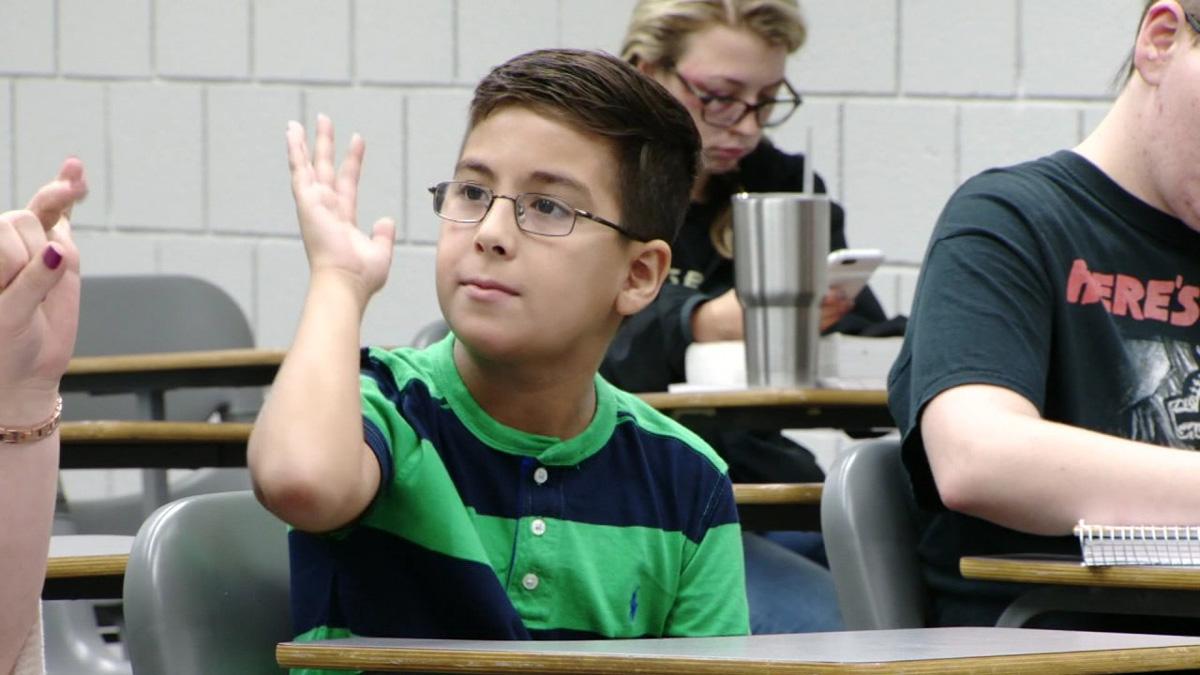 Menino de 11 anos quer ser astrofísico para provar aos cientistas que Deus existe