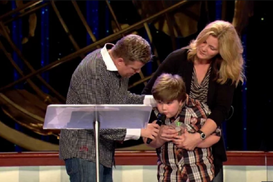 Após 5 anos sem falar, garoto autista recita pregação do Evangelho