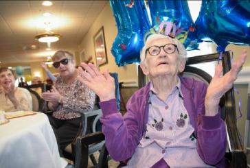 """Aos 111 anos, idosa diz que o segredo da vida longa é a fé: """"O Senhor é tão bom"""""""