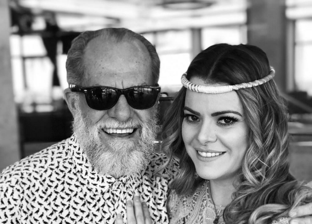 """Ana Paula Valadão tranquiliza fiéis sobre a saúde de seu pai: """"Fez exames e o cérebro está perfeito"""""""