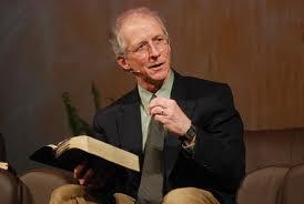 """John Piper diz como manter novos convertidos na igreja: """"Mostre que Jesus é o centro"""""""