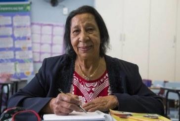 Com o desejo de entender a Bíblia, idosa aprende a ler aos 71 anos