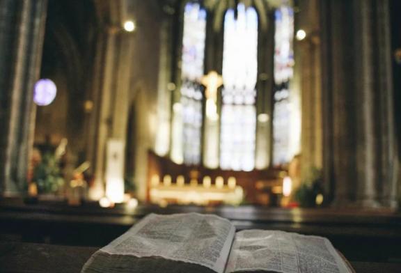 Maioria dos europeus se declaram cristãos, mas não frequentam a igreja