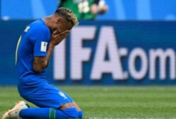 """Neymar ouve gospel antes de partida: """"Você chorando e Deus escrevendo"""""""